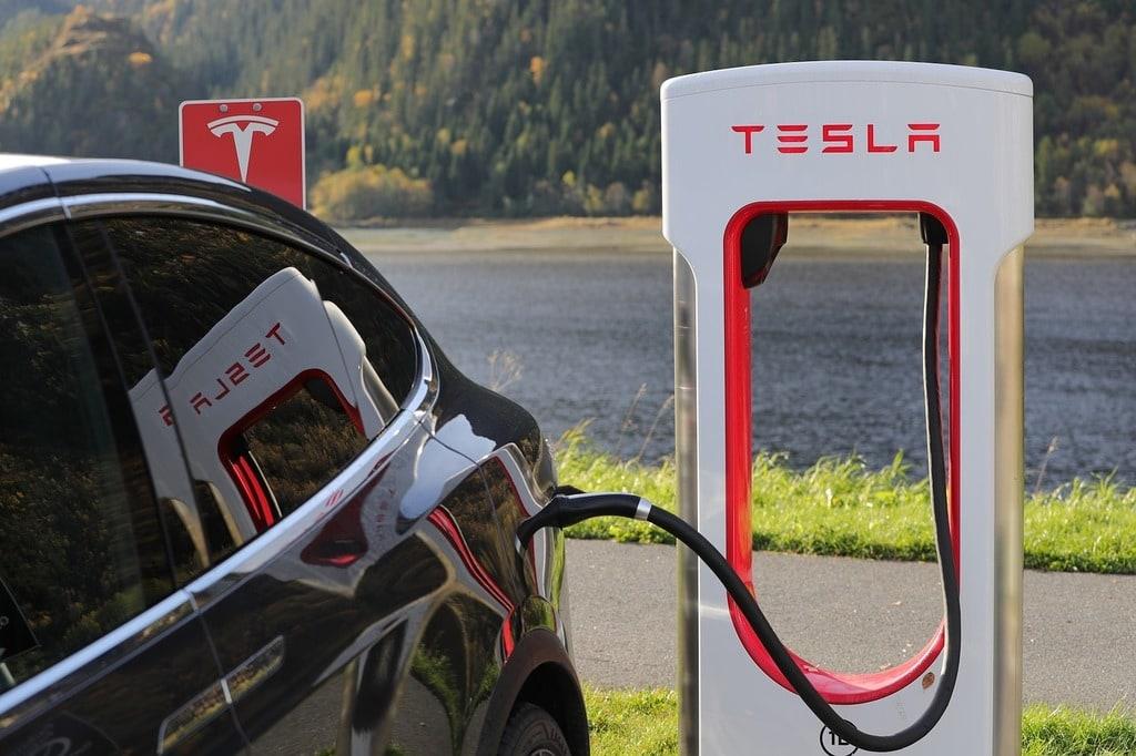 Tesla se lance dans la voiture autonome